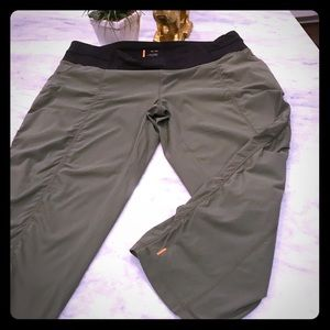 Lucy Olive Workout Utiity Capris XL excellent!!